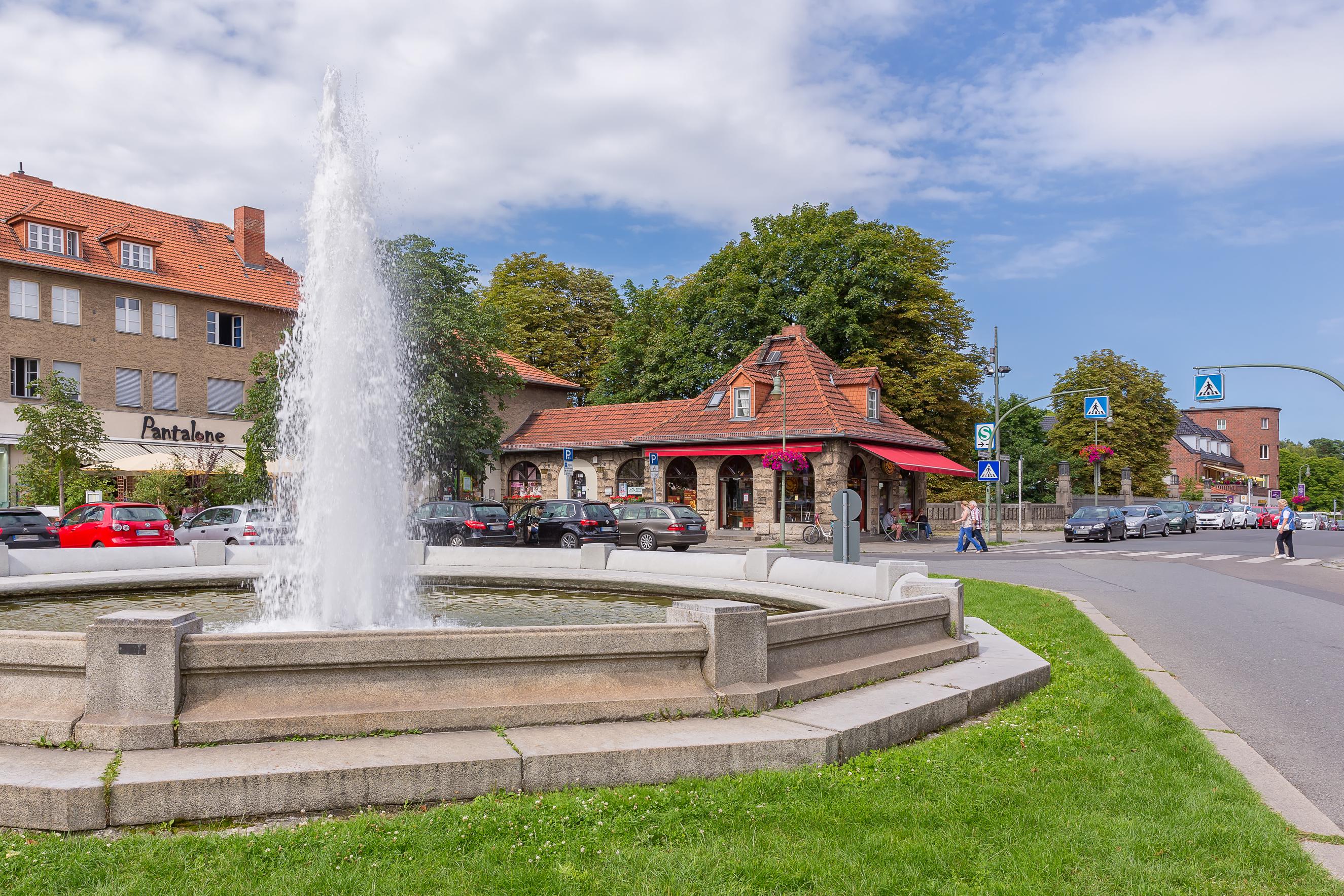 Makler Haus verkaufen Frohnau-Bahnhof-Fontäne